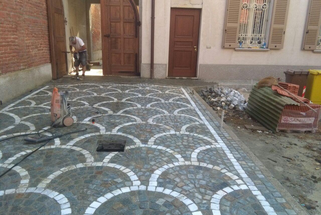 Pavimento a cubetti posa a coda di pavone