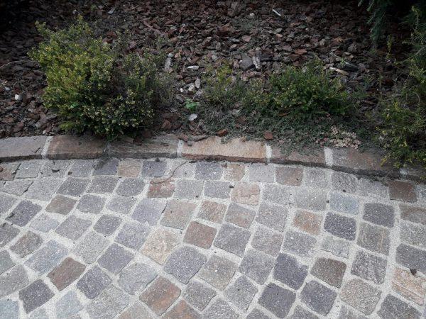 Cordolo o bordure per pavimenti realizzati con binderi in Porfido Trentino