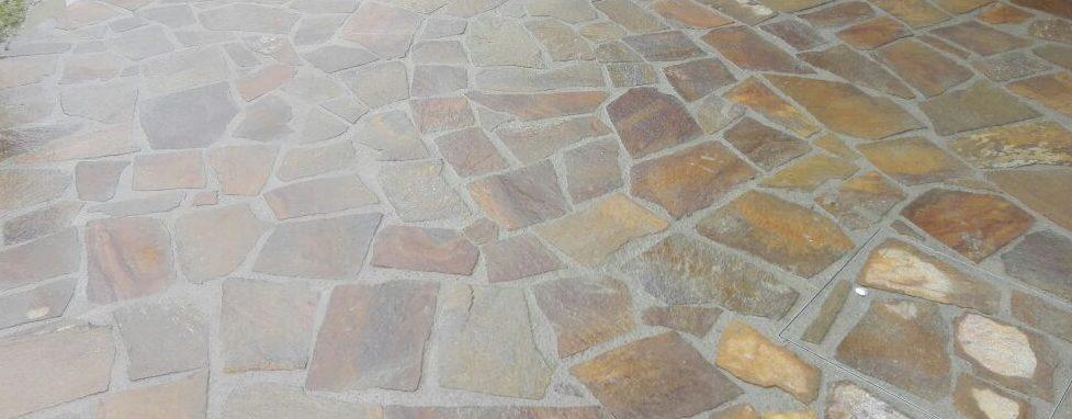 Mosaico in Porfido Trentino colorazione mista spessore cm 2-3