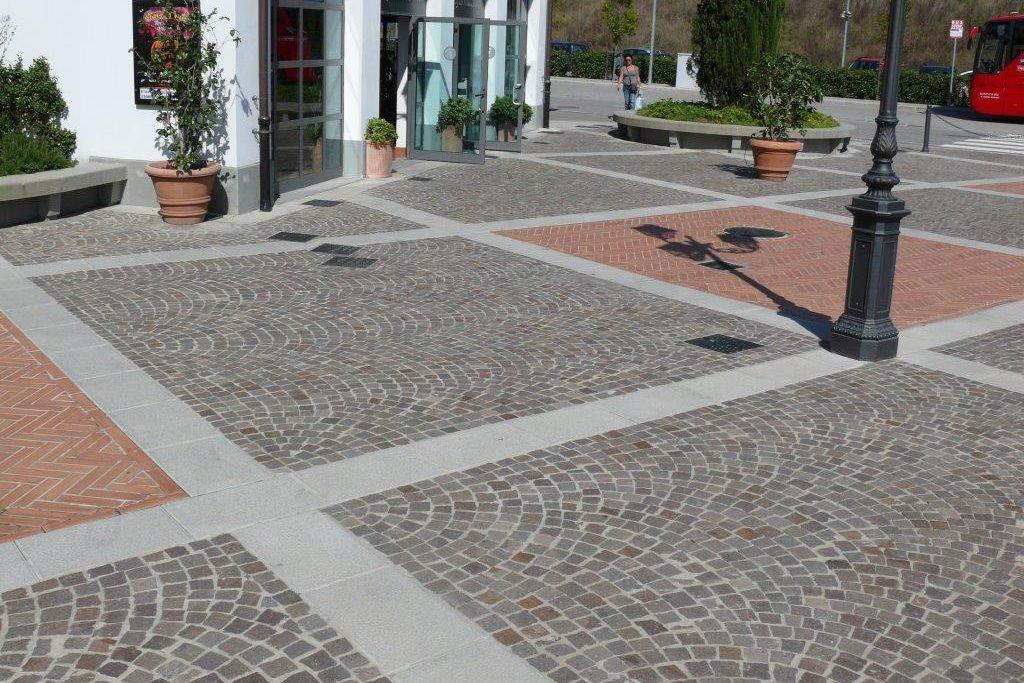 Rivestimento pavimentazione esterna realizzato in porfido for Pavimento esterno in porfido