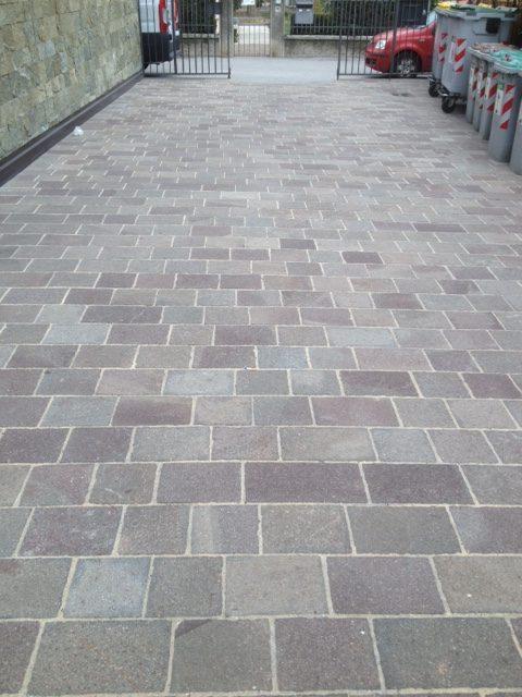 Pavimento esterno in Porfido trentino piastrelle dimensioni 30 x correre colore misto