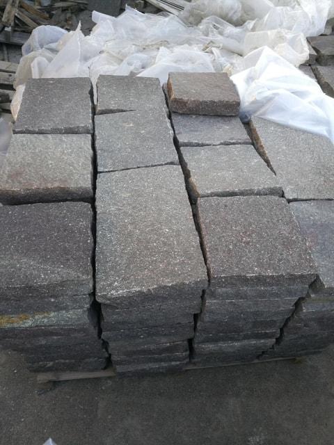 Prezzo in offerta di piastrelle in Porfido Trentino dimensioni 30 x correre spessore cm. 3/5.